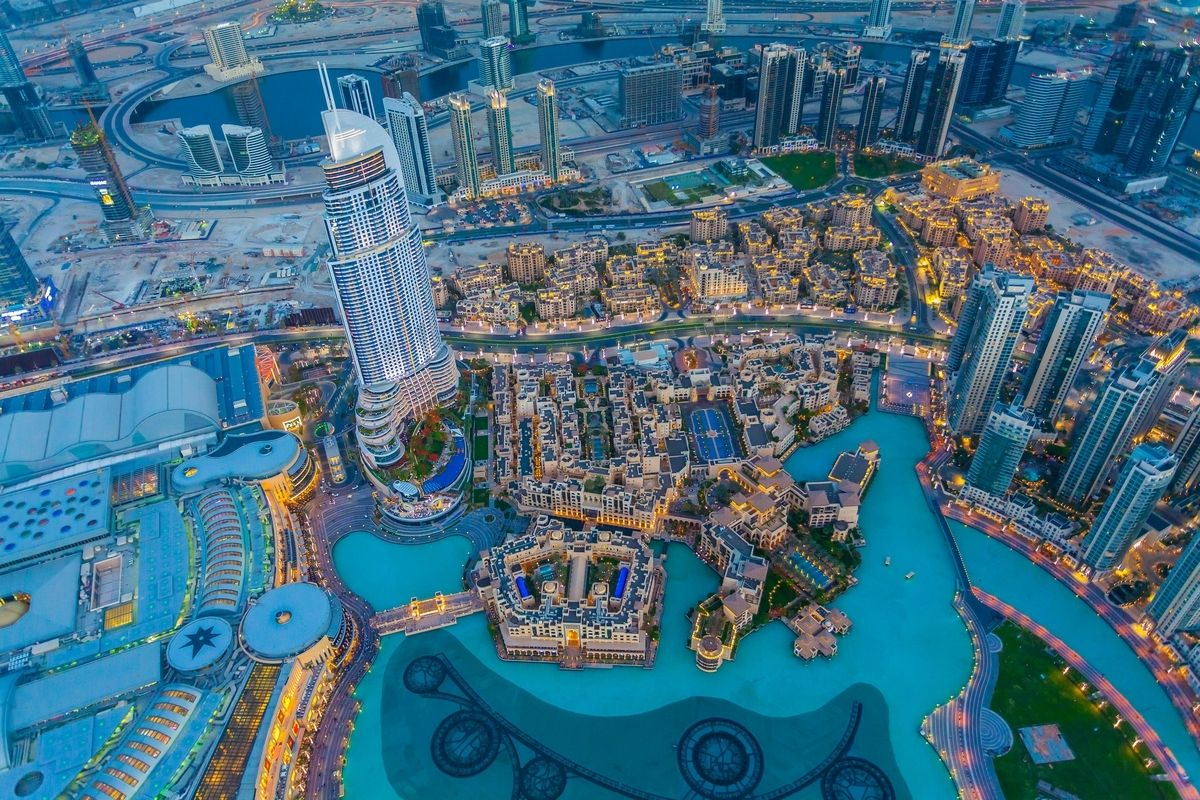 HOW IS IT LIKE FOR WESTERNERS TO LIVE IN DUBAI